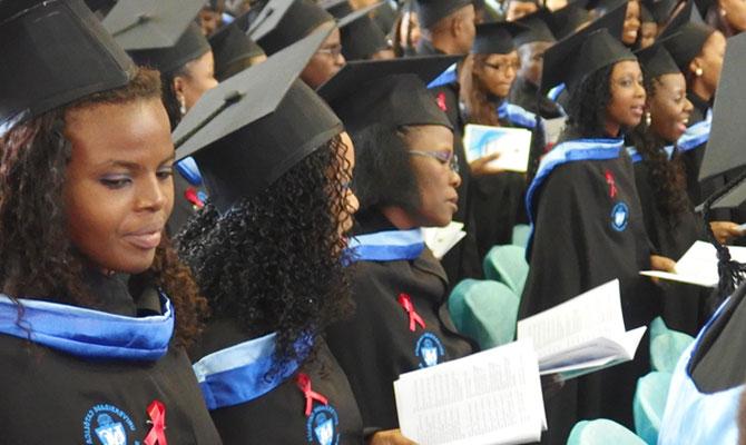 """Cuamm laurea 27 medici in Mozambico: quando """"aiutiamoli a casa loro"""" non è solo uno slogan"""